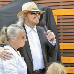 Bee Gees Singer Receives Tribute At Billboard Music Awards